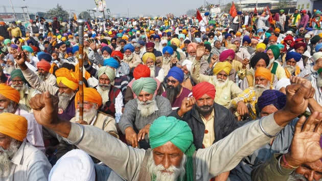 Sikh Farmers sit on protest at Singhu Border against the farmers bills.(Vipin Kumar/ HT photo)