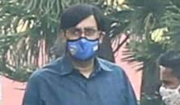 Abhishek Bachchan is unrecognisable on sets of Bob Biswas in Kolkata.