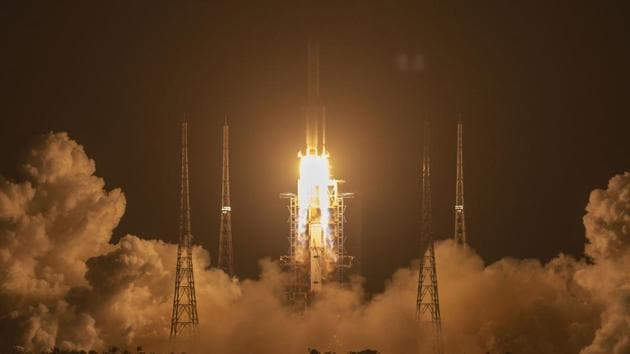 A Long March-5 rocket carrying the Chang'e 5 lunar mission lifts off at the Wenchang Space Launch Center in Wenchang.(AP)