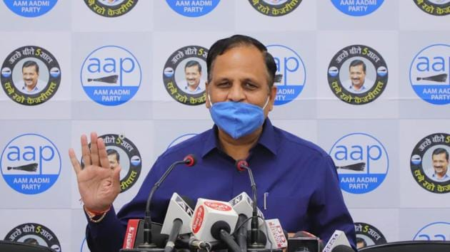 The Central government allotted laboratories are taking more than 24 hours in providing reports for the Covid-19 tests as they are working at their full capacity, Delhi Health Minister Satyendar Jain said on Tuesday(HT Photo)