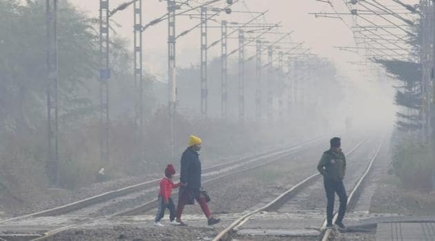 Typically, mean minimum temperatures in November are around 12.9 degrees, according to the India Meteorological Department.(Vipin Kumar/HT PHOTO)