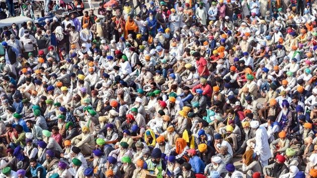 The farmers there have remained strictly behind the barricades and there is limited interaction between them and the police.(PTI)