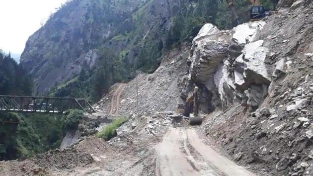 Road widening work underway on a stretch between Joshimath and Badrinath shrine in Chamoli district.(HT file photo )