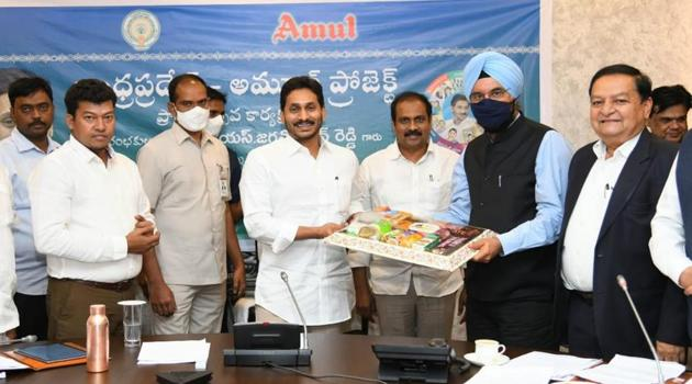 Andhra Pradesh Chief Minister YS Jagan Mohan Reddy launching the AP-Amul project on Wednesday.(HT PHOTO)