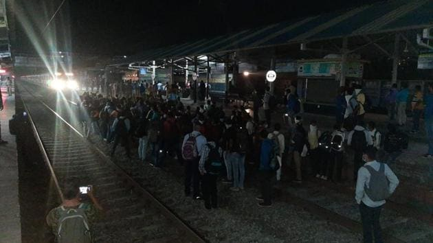 Rail roko started at around 5.15am at Palghar,Kelwe and Saphale stations over the change of timings of Dahanu suburban train services from Thursday.(Sourced)