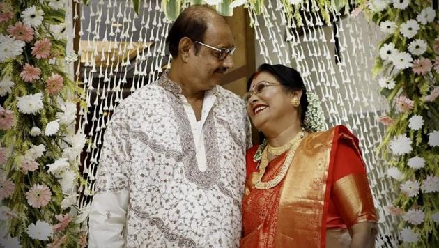 The image shows 66-year-old Tarun Kanti Pal and his wife Swapna Roy, 63.(Twitter/@shayonpal)