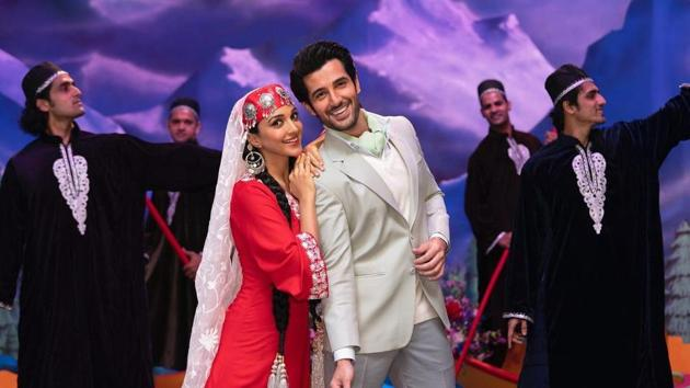 Kiara Advani and Aditya Seal in a still from Indoo Ki Jawani song, Dil Tera.