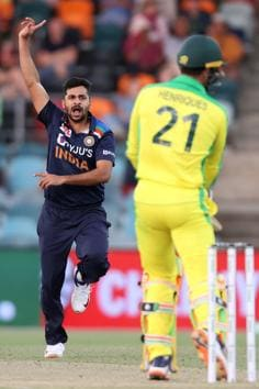 India's paceman Shardul Thakur (L) reacts after bowling during the third one-day international cricket match between Australia and India at Manuka Oval in Canberra on December 2, 2020. (Photo by DAVID GRAY / AFP) / / IMAGE RESTRICTED TO EDITORIAL USE - STRICTLY NO COMMERCIAL USE (AFP)