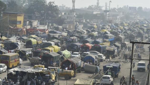 Tractor-trolleys parked at Singhu border during farmers' Dilli Chalo protest, in New Delhi on December 2.(PTI)