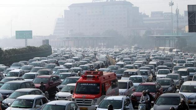 Commuters also said that even at peak rush hours in the morning and evening, no traffic police official was stationed to manage congestion.(Parveen Kumar/Hindustan Times (Representative image))