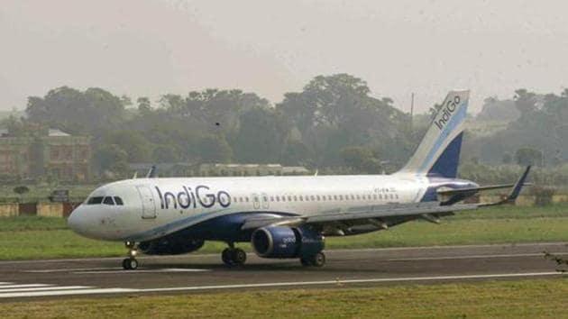An IndiGo flight lands at Patna's Jaiprakash Narayan International Airport.(HT PHOTO)