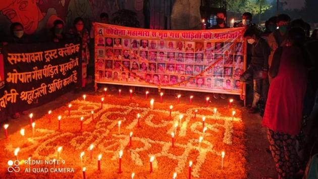Torch procession to demand justice for Bhopal Gas Tragedy victimson the eve of 36th anniversary of the tragedy in Bhopal.(HT photo)