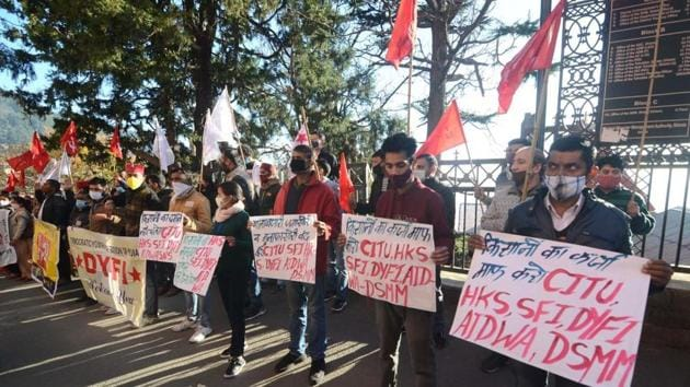 CITU, Himachal Kisan Sabha, Janwadi Mahila Samiti, Democratic Youth Federation of India (DYFI), Students Federation of India (SFI) and Dalit Shoshan Mukti Manch during a protest in Shimla on Thursday.(Deepak Sansta/HT)