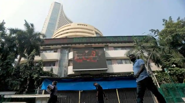People walk past the Bombay Stock Exchange (BSE) building in Mumbai, India.(Reuters)