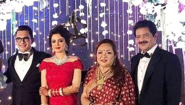Inside Aditya Narayan, Shweta Agarwal wedding reception, which was attended by Govinda and Bharti Singh among others.