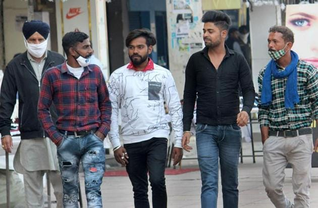 Despite the rising cases in the city and the state government increasing the fine for not wearing masks from Rs 500 to 1,000, residents continue to venture out without masks, as seen here at the Phase-7 market in Mohali on Thursday.(Gurminder Singh/HT)