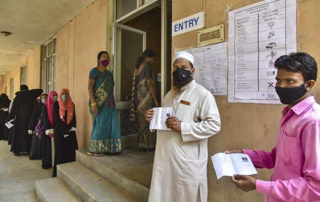 Voters wait for their turn to cast vote during the re-polling at Old Malakpet ward for Greater Hyderabad Municipal Corporation elections on Thursday.(PTI)