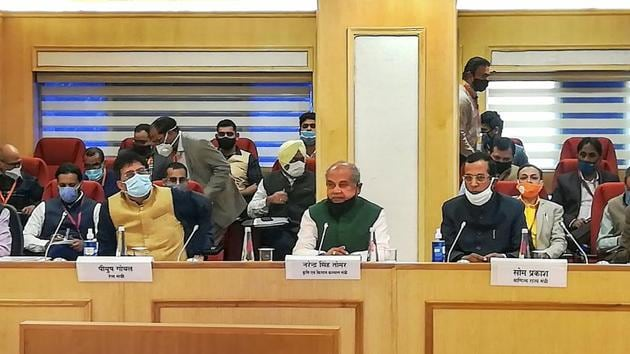 Union Agriculture Minister Narendra Singh Tomar and Railway Minister Piyush Goyal during the fourth phase of discussion with the representatives of various farmer organizations, in New Delhi.(PTI)