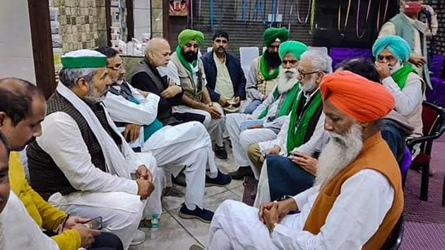 Bharatiya Kisan Union (BKU) leader Rakesh Tikait during a meeting with farmers on their protest against the new farm laws, in New Delhi.(Twitter)
