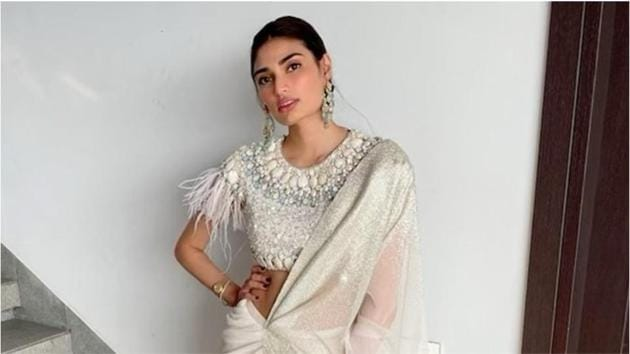 The foiled crinkled fabric saree that Athiya Shetty wore left us speechless.(Instagram/shnoy09)