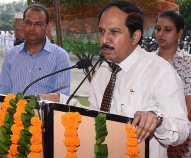 Dr BS Chavan, the director-principal of Government Medical College and Hospital, Sector 32, Chandigarh, died battling cancer on Friday.(HT file photo)
