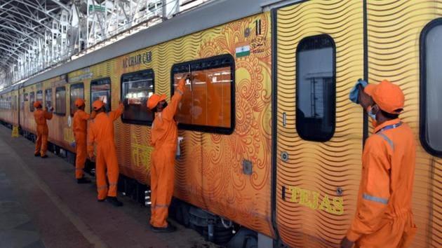 Passengers at Mumbai central in Mumbai.(HT photo)