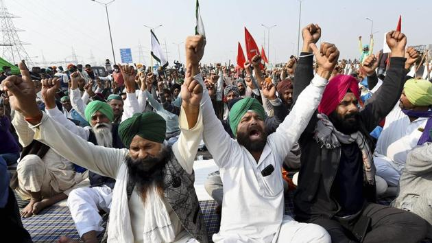 Farmers shout slogans during their protest against the new farm laws, at Delhi-Meerut Expressway in New Delhi on Friday.(PTI Photo)