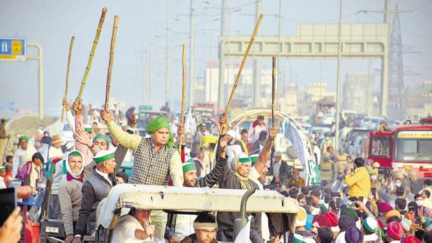 Farmers demonstrate on National Highway-9 during the protest against farm reform laws, in Ghaziabad on December 3.(Sakib Ali/HT photo)