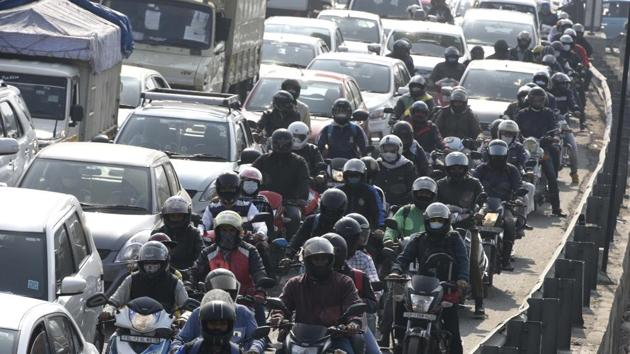 Commuters to and from Delhi continued to suffer as multiple borders connecting the national capital to surrounding states remained sealed on Friday(Parveen Kumar/Hindustan Times)