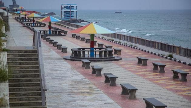A tourist spot wears a deserted look in view of cyclone Burevi, in Kanyakumari, on December 3.(PTI)