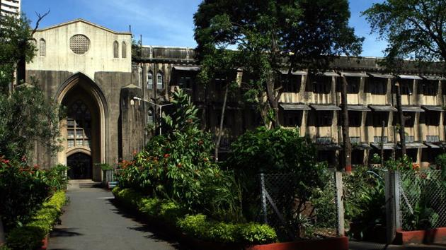 As per University of Mumbai's November 18 circular, affiliated colleges are supposed to hold online exams for the current batches of undergraduate courses by December 2020(HT File)