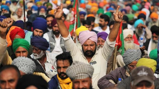 Farmers protest against the newly passed farm bills at Singhu border near Delhi.(REUTERS)
