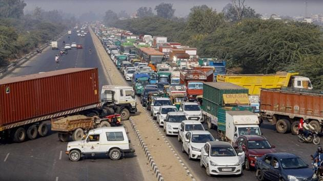 Traffic jam on the Delhi - Sonipat highway near Mukarba Chowk after restrictions were put in place by the security personnel in the view of farmers' protest, in New Delhi on December 3.(PTI)