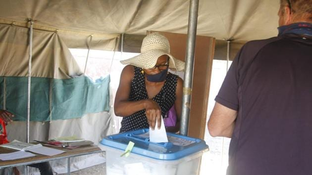 A voter at a polling station in Namibia on Nov 26, 2020.(@ECN_Namibia)