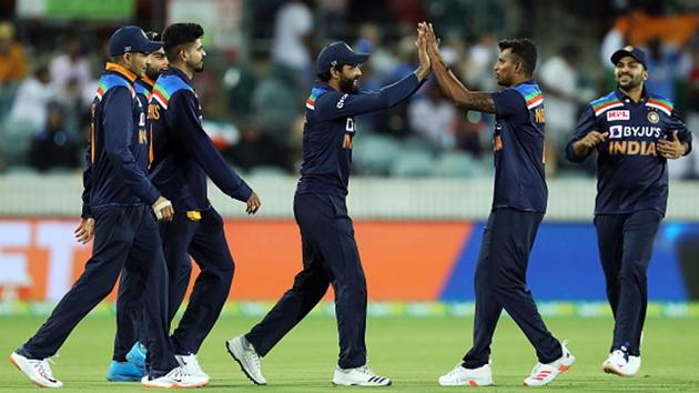The Indian team celebrates a wicket.(Getty Images)