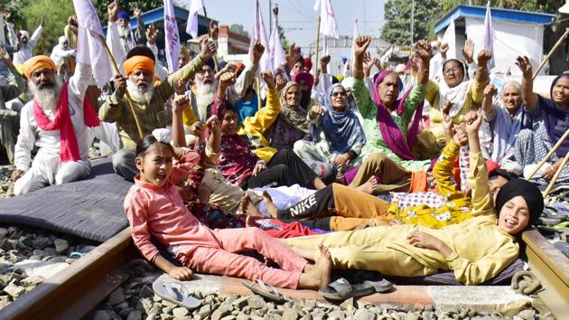 Children shout slogans as they join their families and farmers during the 'Rail Roko' protest against the new agriculture laws.(Sameer Sehgal/Hindustan Times)