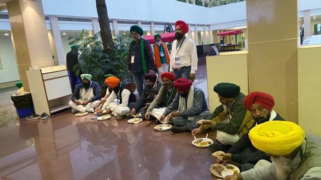 Farmer leaders having food that they had carried at Vigyan Bhawan during the fifth round of talks with the Central Government, in New Delhi.(ANI)