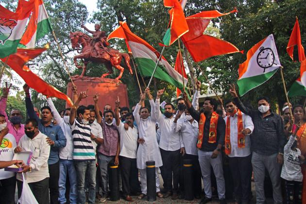 Volunteers of Shiv Sena, Nationalist Congress Party and Congress (Maha vikas Aghadi) celebrated victory of Arun Lad in Pune at Rani Laxmibai chowk on JM road outside Balgandharva Auditorium in Pune, India, on Friday, December 4, 2020.(Ravindra Joshi/HT PHOTO)