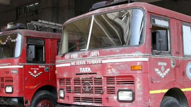 Deepak Dorugade, Taloja MIDC fire station chief said his team's priority was to ensure that the nine chlorine tunnels inside the premises on fire containing 900 kg chlorine each, were protected.(HT photo)
