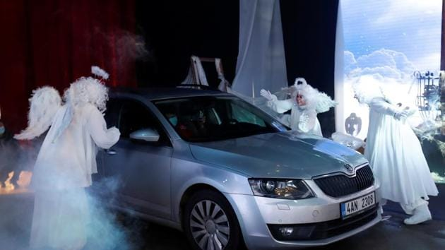 Actors dressed as angels perform during a drive-thru celebration.(REUTERS)