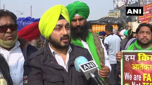 Delhi Goods Transport Association president Parmeet Singh Goldie voicing his support for the farmers' agitation.(ANI/Twitter)