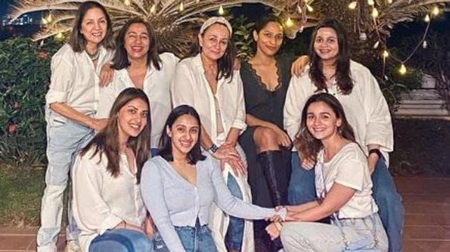 Alia Bhatt, Masaba Gupta, Akansha Ranjan Kapoor pose with their mothers.