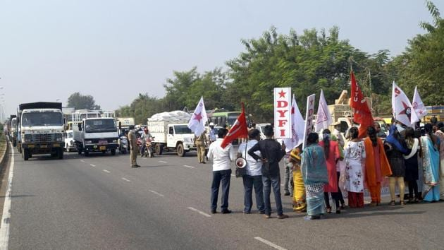 Farmer unions activists from various organizations block the NH-16 road during a protest in solidarity with farmers protesting against the Centre's new farm laws, in Bhubaneswar on Friday.(ANI photo)