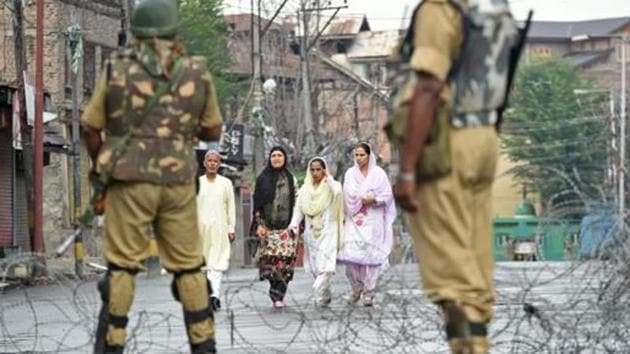 Those injured in the attack on a security check post in the Old City area of Srinagar have been rushed to a hospital.(AFP Photo/Representational use)