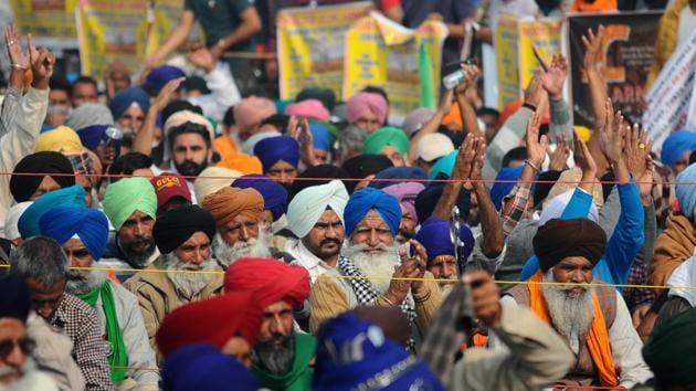 Protesting farmers raising slogans against farm reform laws near Singhu on the Delhi-Haryana border on Monday.(Ravi Kumar/HT PHOTO)