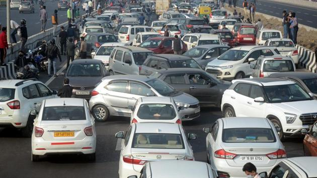 While the traffic situation was under control over the weekend, the traffic police as warned that on Monday, motorists are likely to get caught in long snarls.(Sakib Ali/HT Photo)