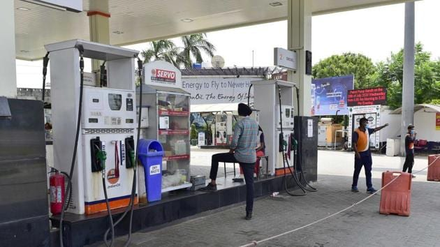 Petrol pump services will be available only in cases of emergency.(Gurpreet Singh/Hindustan Times)