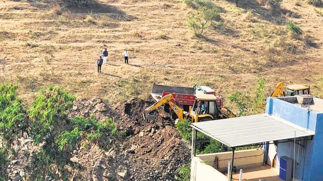 A stop-work notice was issued to MIT citing unauthorised work on the hill slope at survey number 123 in Kothrud.(HT PHOTO)