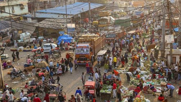 After several rounds of meetings with shopkeepers and other traders, associations of popular markets such as Connaught Place, Khan Market, Lajpat Nagar, Sarojini Nagar, Sadar Bazar, Chandni Chowk, Rajouri Garden, etc have decided to stay open on Tuesday.(PTI file photo. Representative image)