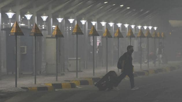 A Delhi airport official said the dense fog did not last long on Monday and did not cause a lot of inconvenience to the passengers.(Vipin Kumar/HT file photo)